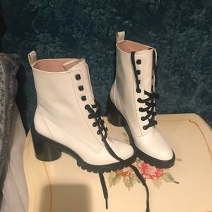 NEVER WORN MARC JACOBS WHITE HEELED BOOTS